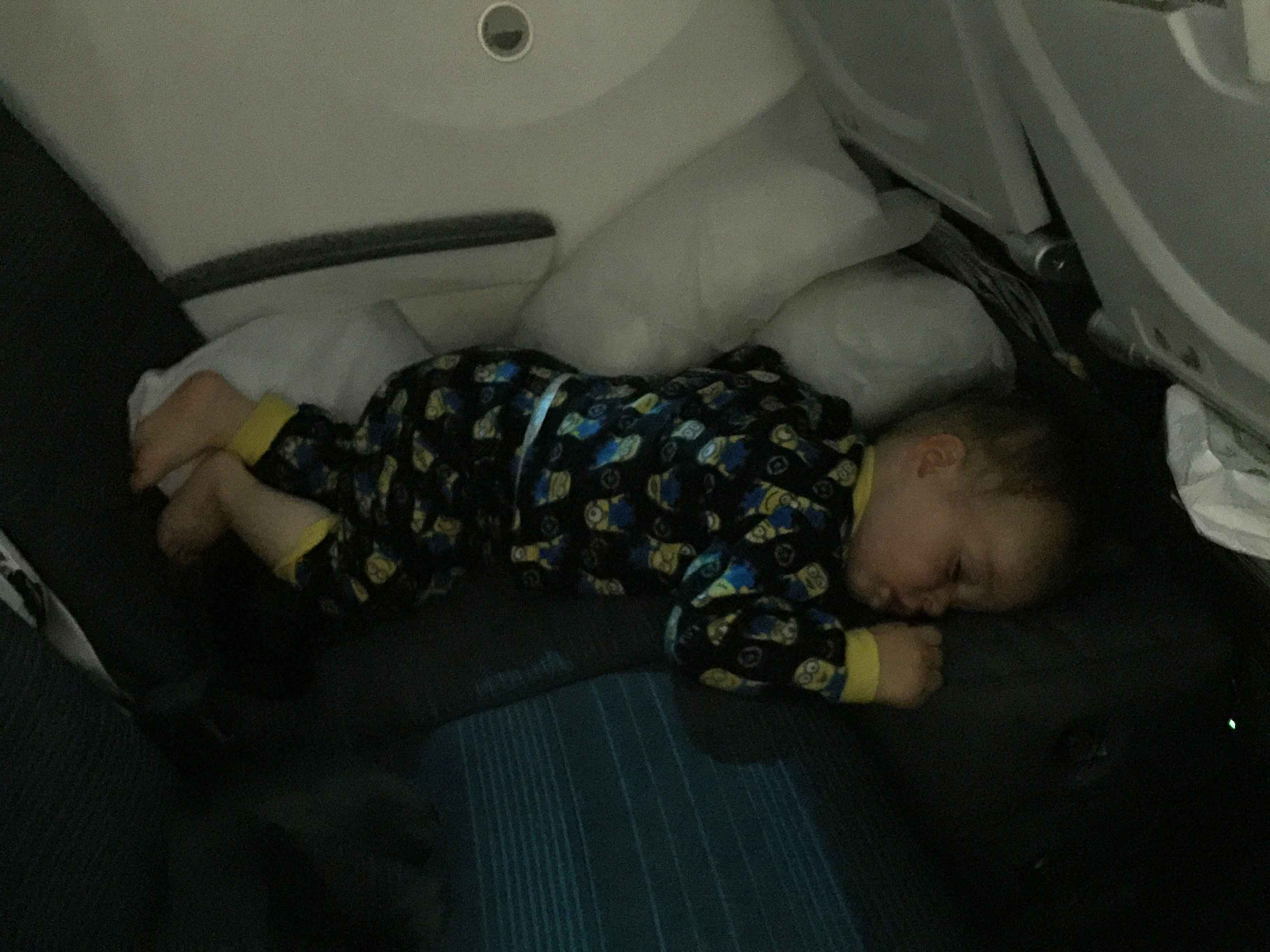 Baby-Can-Travel---Fly-Tot-Review---Inflatable-Travel-Bed-Sleeping-Flight-From-Italy