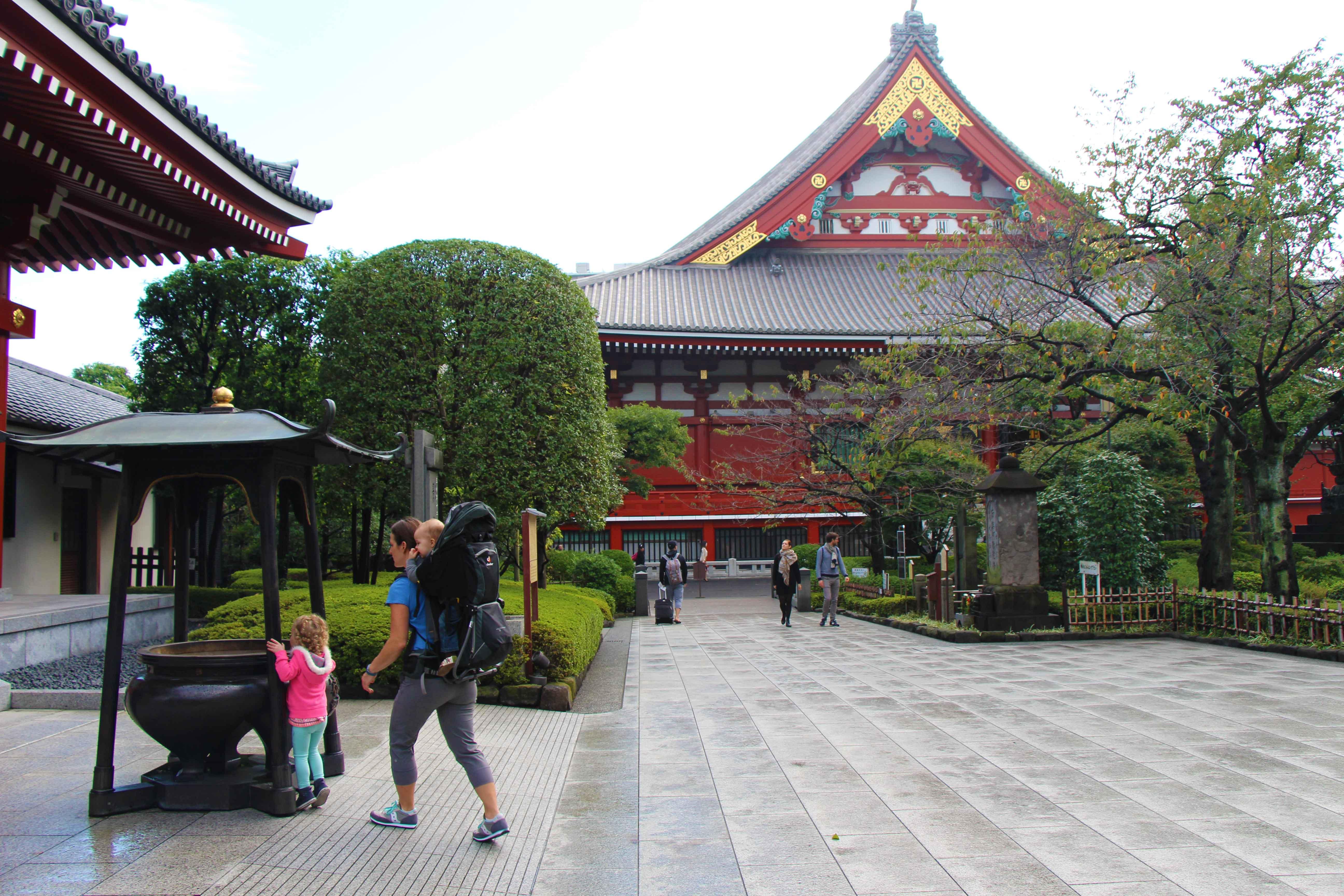 Baby-Can-Travel---Tokyo-Japan-With-Kids---Sensoji-temple-Tokyo-Japan-(2)