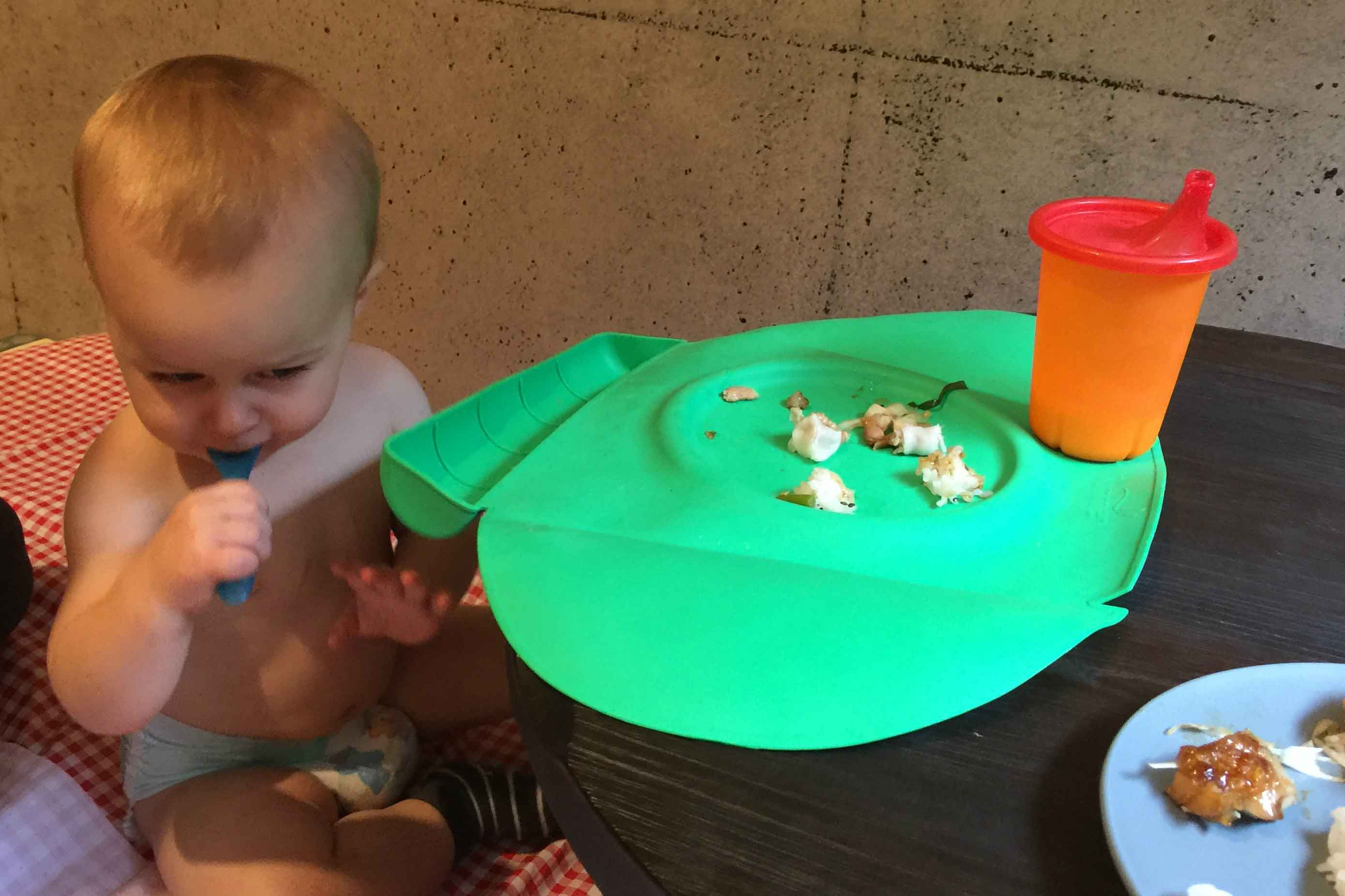 Baby-Can-Travel---Travel-Highchair-Comparison---Japan-Apartment-Baby-Eating