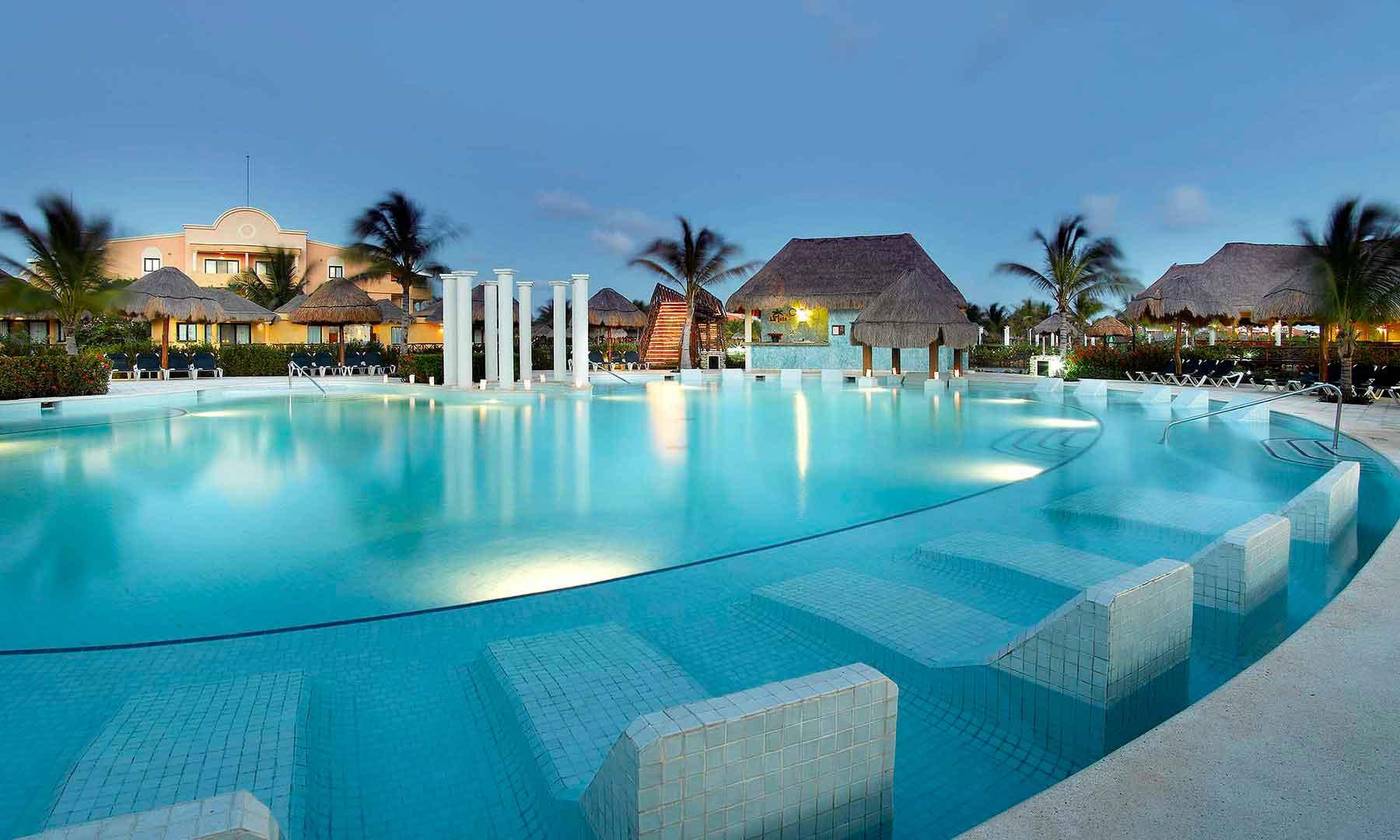 Baby-Friendly-All-Inclusive-Resorts-Mayan Riviera--Grand-Palladium-Katenah---Pool