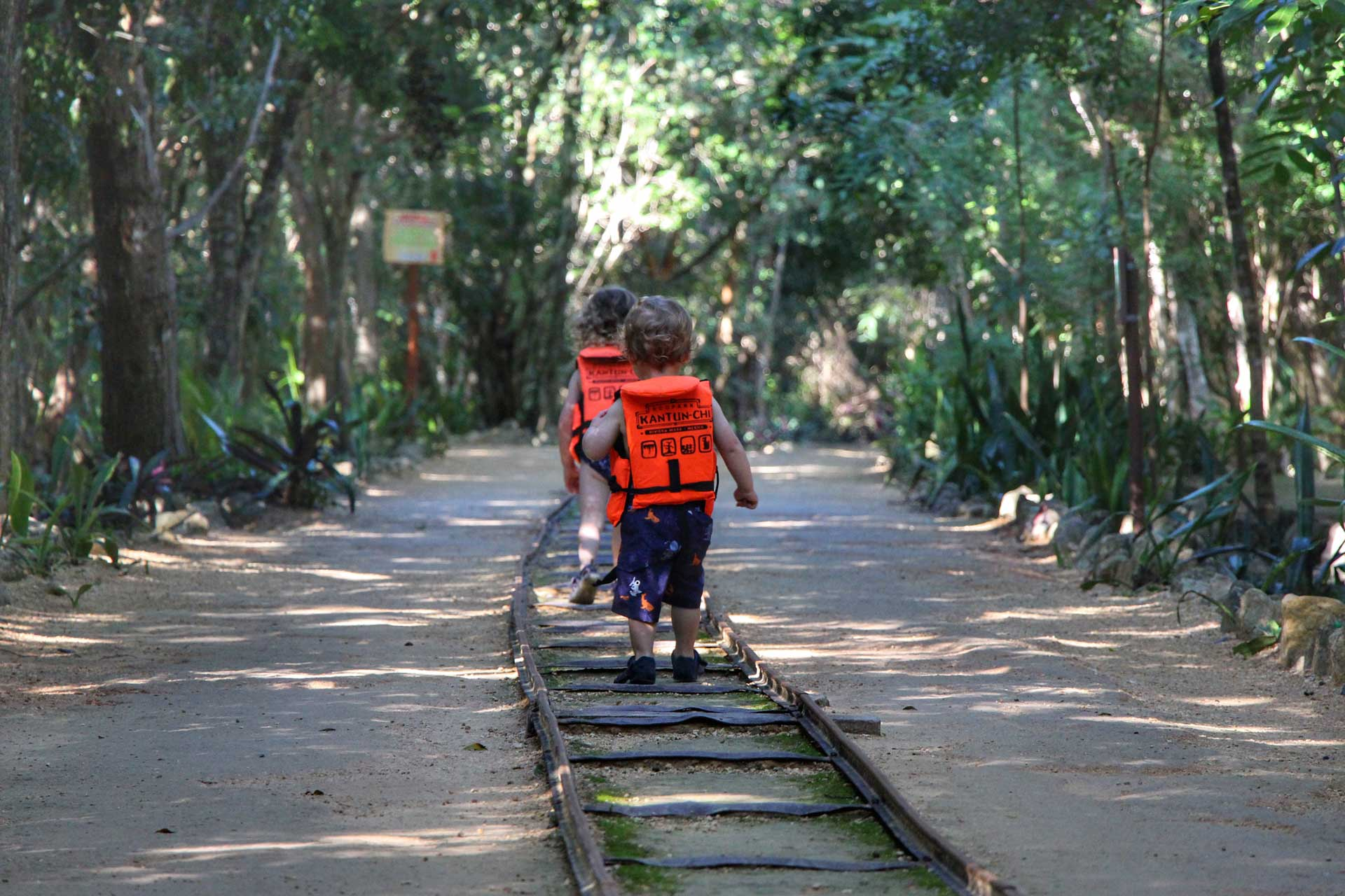 Kantun Chi Ecopark with small children Mexico