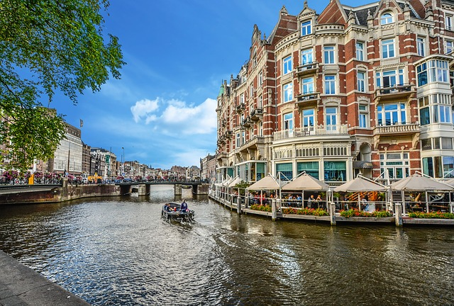 Canal ride in Amsterdam with baby or toddler