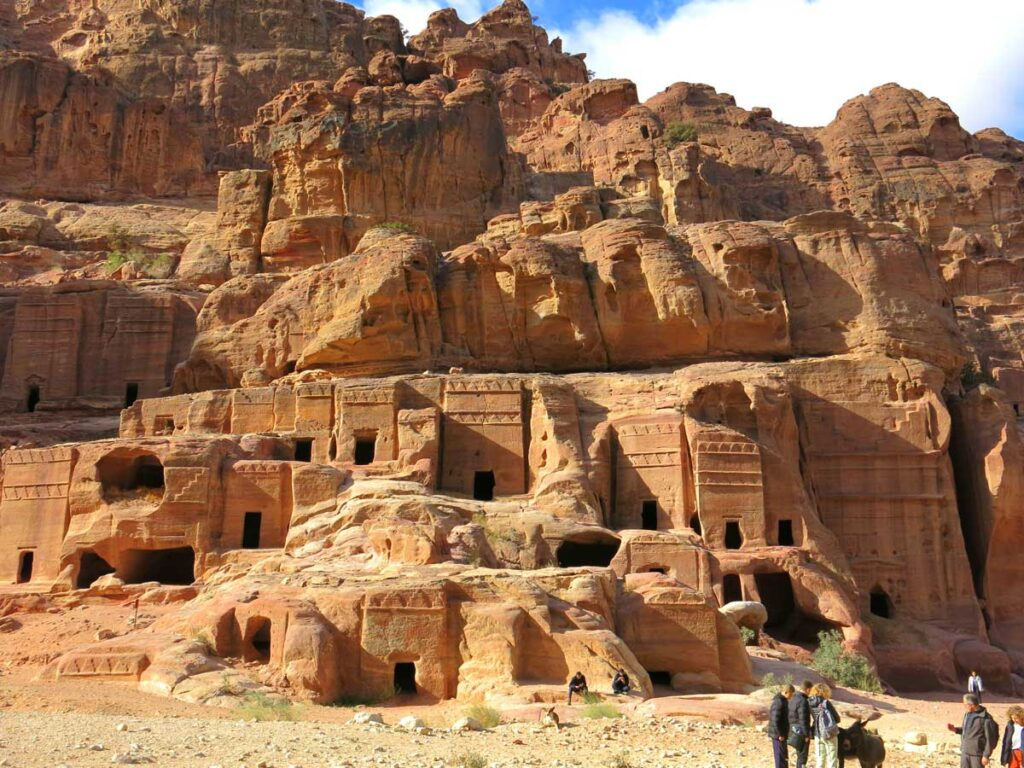 image of Nabataean caves Petra