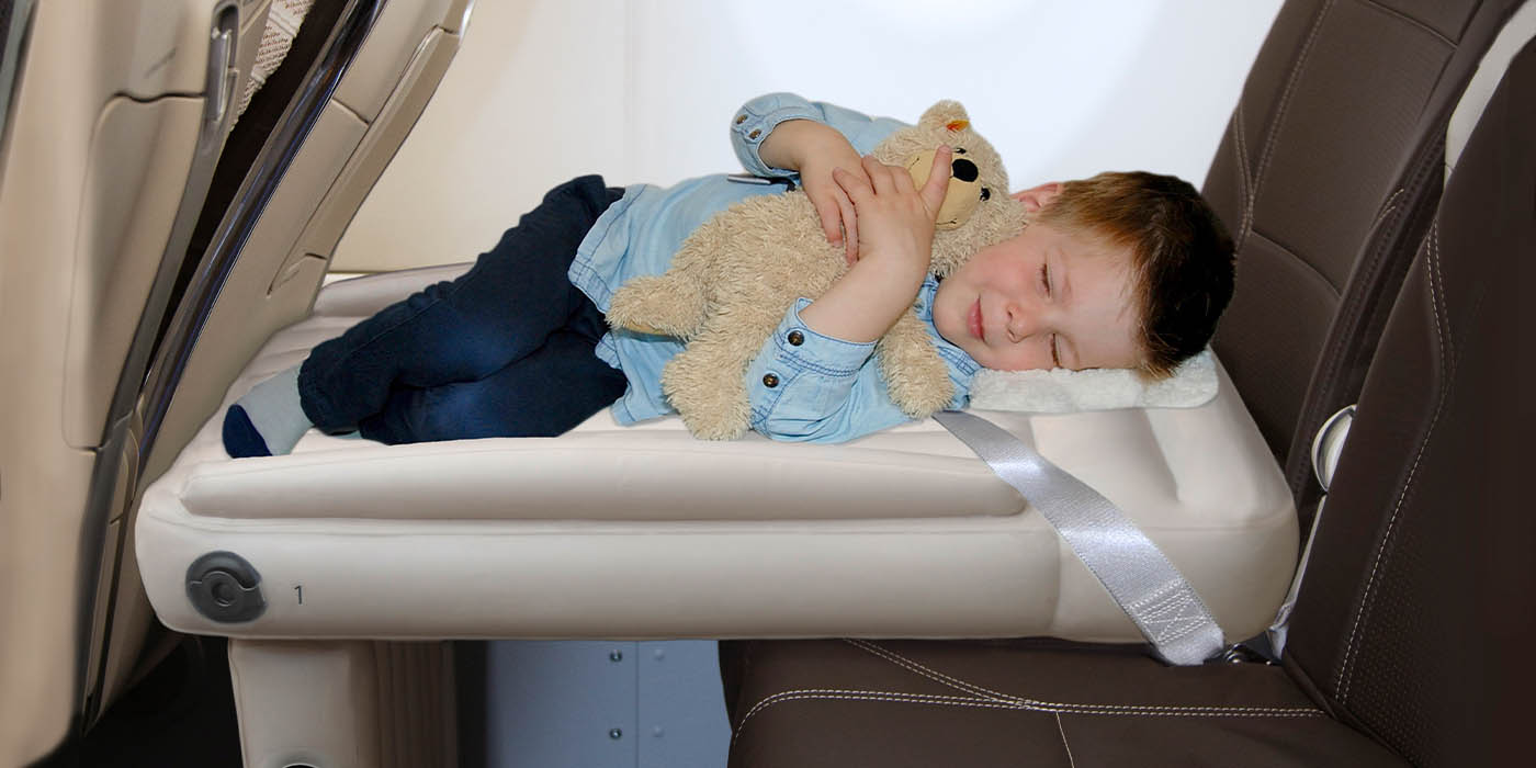 Getting toddlers to sleep on plane with flyaway kids bed