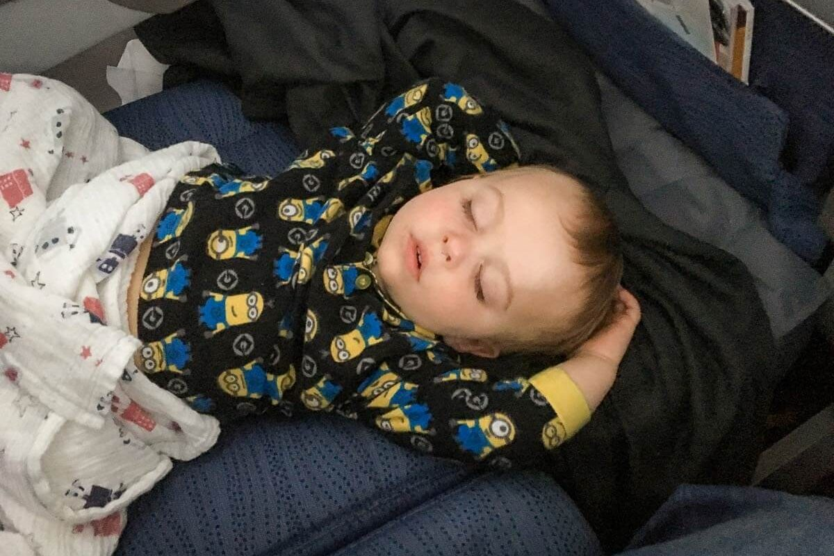 21 Tips on How to Get a Toddler to Sleep on the Plane