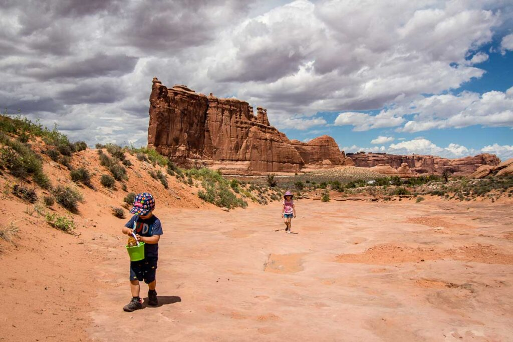 Easy trail in Arches NP - Park Avenue