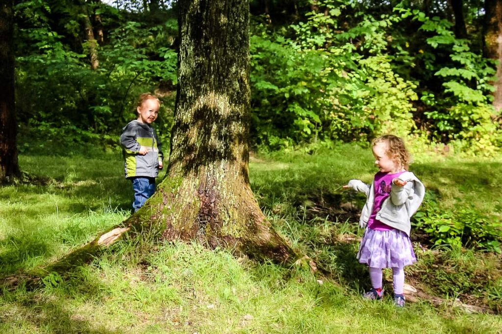hiking games with toddlers