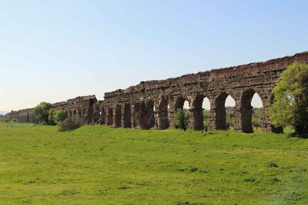 Looking for a fun and easy walk in Rome with toddlers? Try the Rome Aquaduct Park