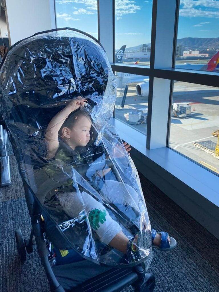 inglesina quid stroller using rain cover with toddler in stroller